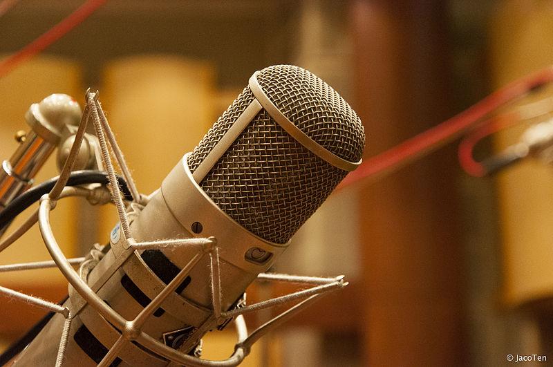 Resultado de imagem para Emissoras de Rádio e TV, não poderão transmitir programas feitos por candidatos